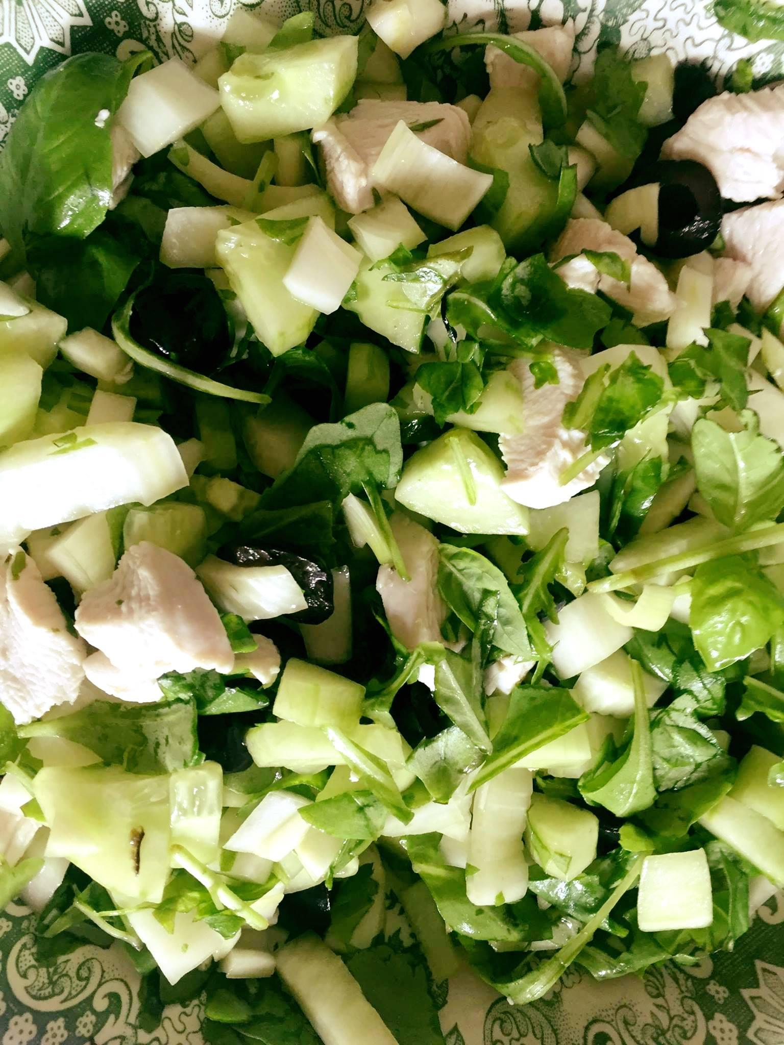 Maaltijdsalade met kip, venkel, rucola en basilicum | FOOD&YOU