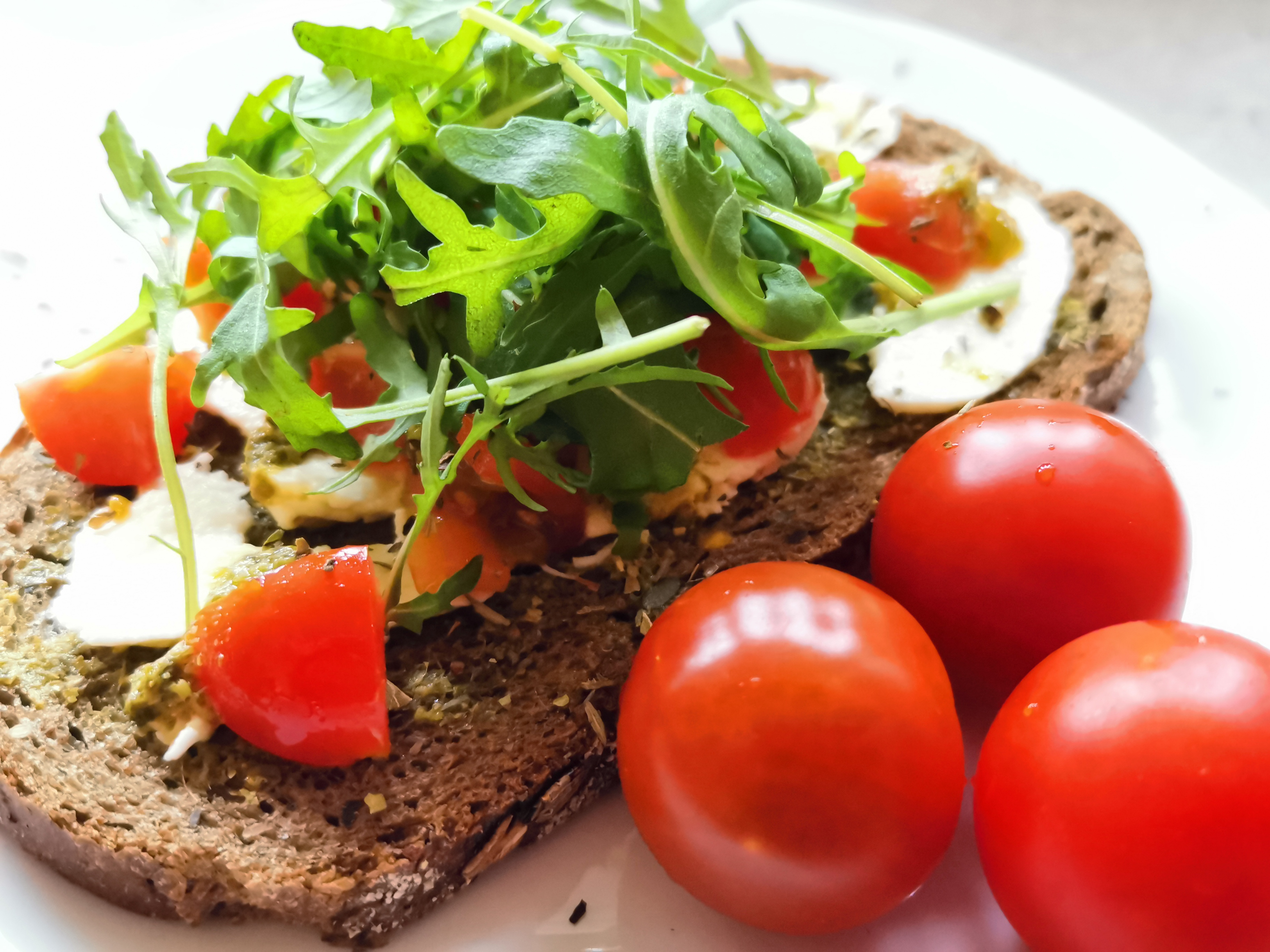 Bruin Broodje Mozzarella Tomaat