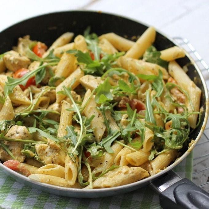 pasta pesto met kip en cherrytomaten