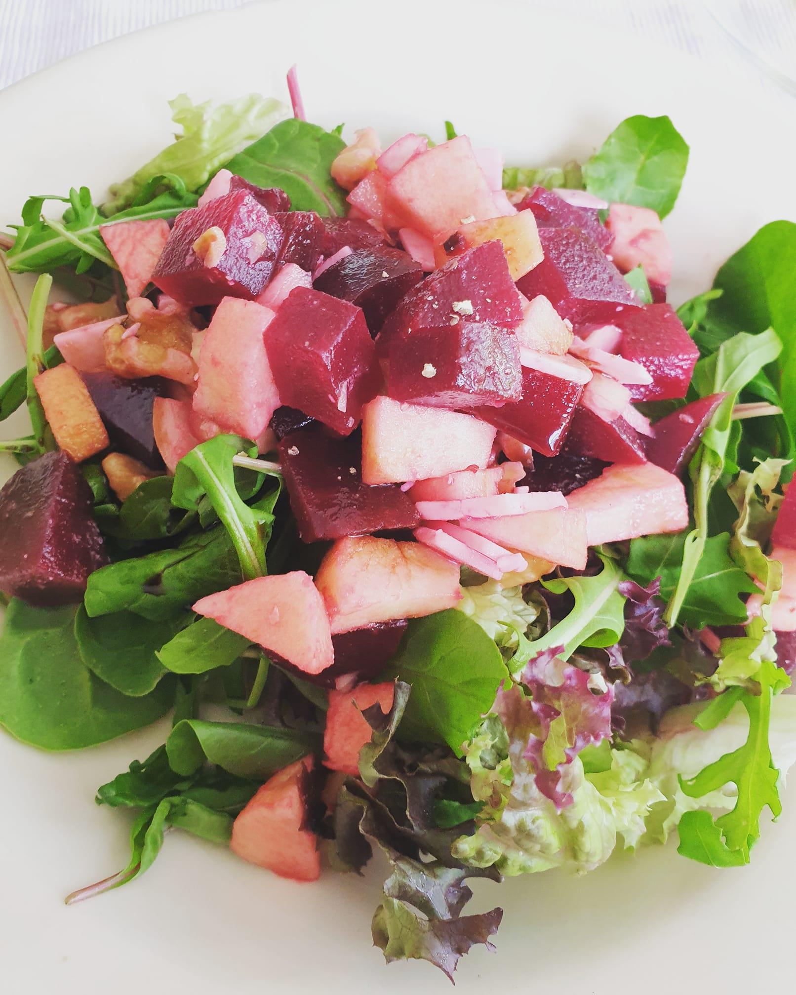 Geitenkaas salade met rode biet
